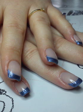 French-bleue-sur-ongles-gel2