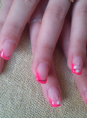 Ongles-gel-rallongement-chablons-French-Rose-Fuschia